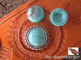 c) Muggelstein rund grüntürkis Zierniete - Bild vergrößern