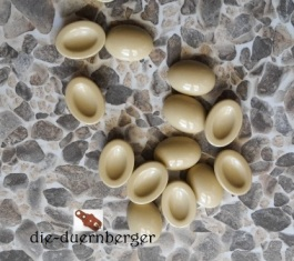 a) Muggelstein beige oval Zierniete